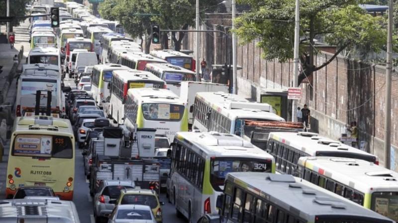 Secretário, não corte as linhas de ônibus se for pra gastar mais dinheiro em passagens e mais tempo nas viagens.